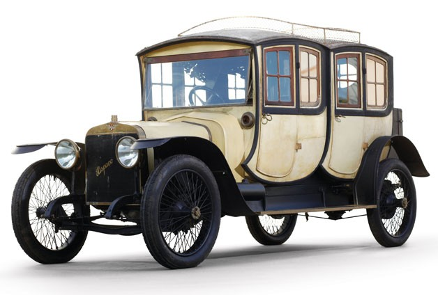 Royal Spanish 1913 Carriage Car Up For Auction