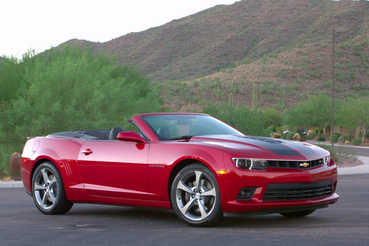 2014-Chevrolet-CamaroSSconv-067-medium