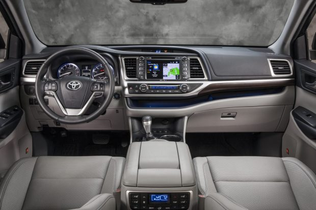 2014_Toyota_Highlander_Limited_Platinum_00