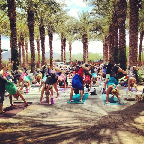Yoga Lululemon-style at Scottsdale Quarter