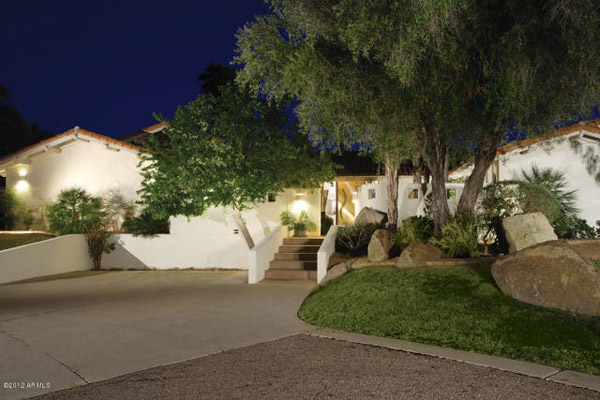 Paradise Valley - Custom home on 2.5 acres in Vivienne B Jennings - 1960000