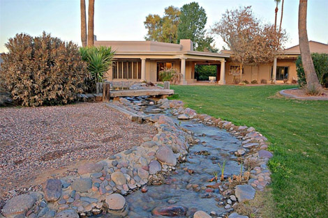 Paradise Valley - Lakeside Luxury in Camelback Country Club Estates - 1845000